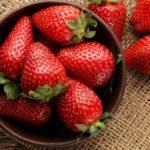 5 măști de căpșuni pentru piele strălucitoare