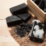 Săpun de cărbune: natural și ideal pentru ten