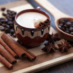 7 motive pentru care să adăugați scorțișoară la cafea