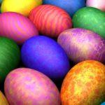 Ouă vopsite natural. 5 culori obținute simplu din plante