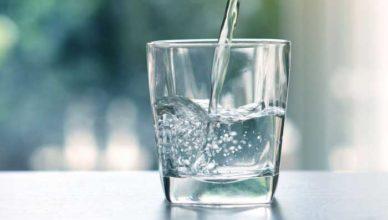 Un pahar cu apă pe stomacul gol