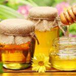 11 motive să îți începi ziua cu o linguriță de miere