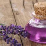 Ulei de lavandă: 7 beneficii pentru sănătate cu ulei de levănţică