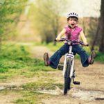 Mersul pe bicicletă: ce beneficii îți poate aduce acest obicei care nu se uită niciodată