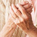 Artrita reumatoidă: simptome, cauze și tratament naturist