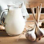 Lapte cu usturoi! Ce poţi trata cu acest amestec (beneficii, preparare)