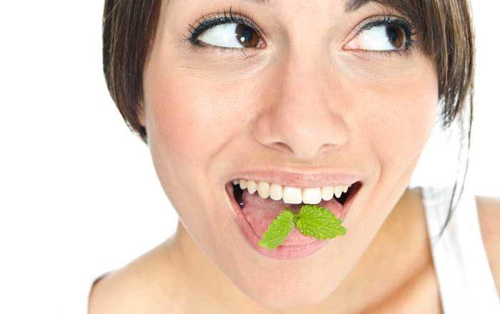 Respirația neplăcută - 6 cauze și 8 soluții pentru a elimina halitoza